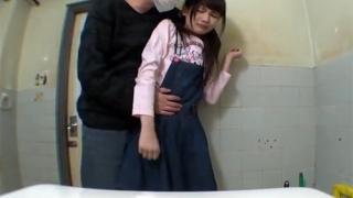 学生トイレこじ開けレイプ