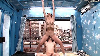 マジックミラー号の天井に頭がついちゃう!高身長アスリート女子