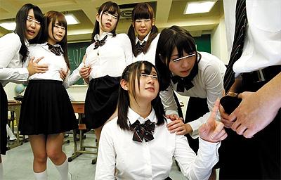 クラスの女子はノーパン&ノーブラ!